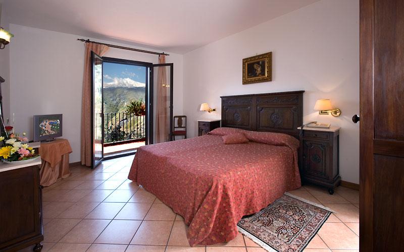 Hotel villa sonia hotel castelmola taormina for Hotel villa taormina