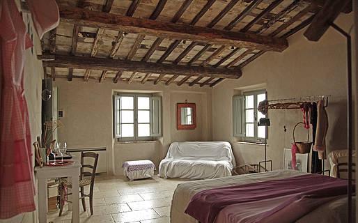 Follonico 4-Suite Bed & Breakfast Torrita di Siena