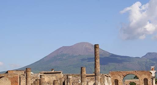 Sorrento Limo - Transfer Naples-Positano (or vice versa) + Pompeii Stop